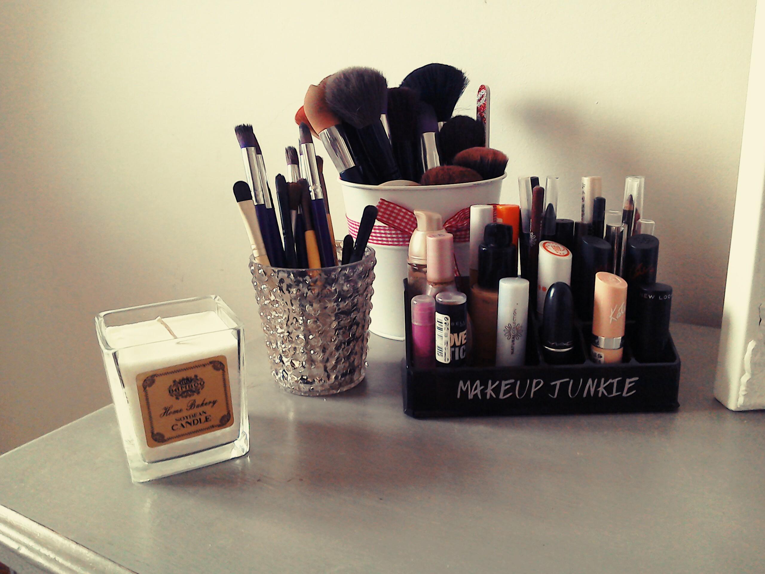 DIY Makeup Storage! – Vintage Mina